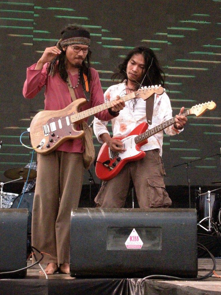 RobiLive 9Dadangamp; 18apr2010 Music pecatu In Earth lrIndie dCtshrQ